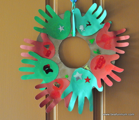 christmas craft -- hand print wreath