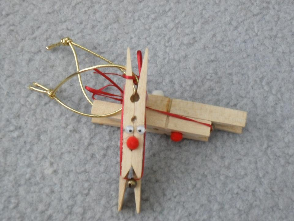 handmade Christmas decorations -- peg reindeer