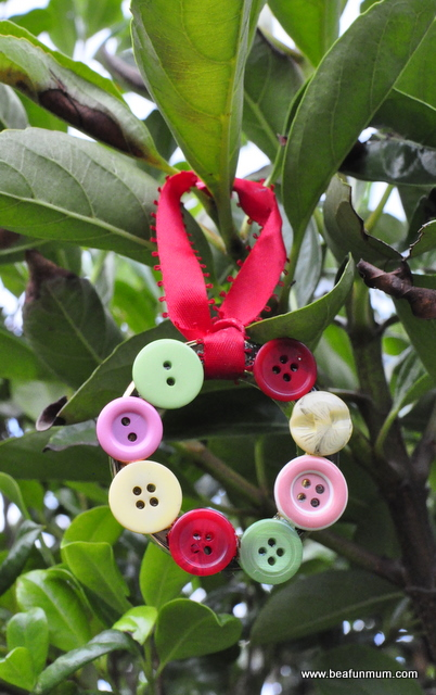 handmade christmas tree decoration -- button wreath