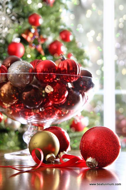 Christmas Table Decorations Baubles In A Vase Or Bowl