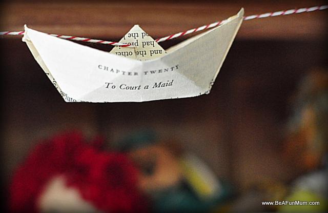 Vintage paper boat glarland