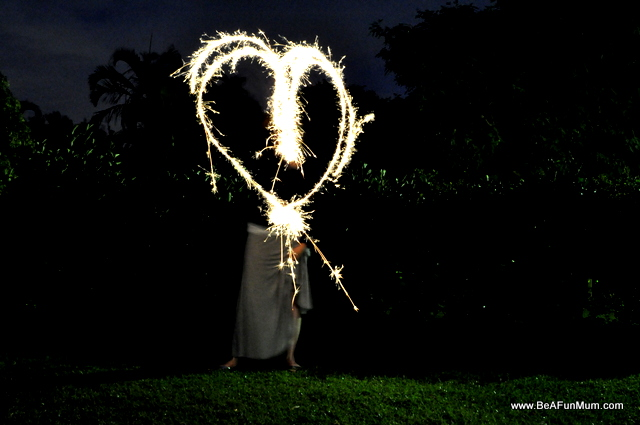 How to photograph sparkler writing - fun with families for New Year's Eve