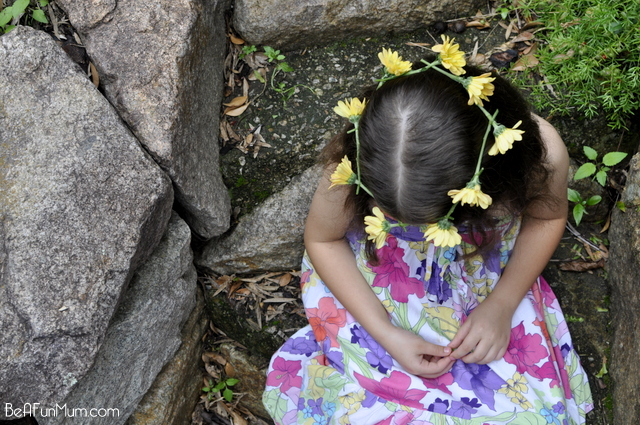 how to make a daisy chain crown -- flowers