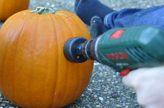how to carve a decorative pumpkin