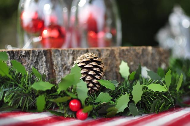 Outdoor Christmas - holly and pine cones - beafunmum.com
