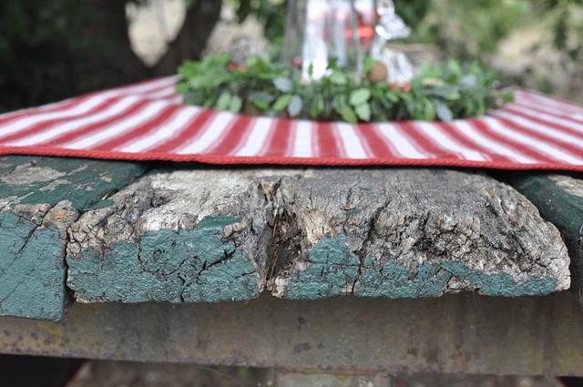 Outdoor Christmas Ideas - use a picnic mat as a tablecloth - beafunmum.com