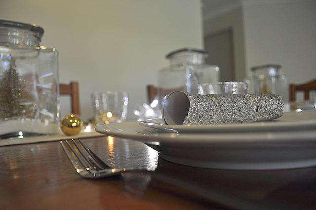 Christmas Table Ideas -- White Christmas in a Jar - beafunmum.com