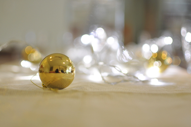 Christmas Table Ideas -- White Christmas in a Jar - beafunmum.com - LED lights (battery operated)