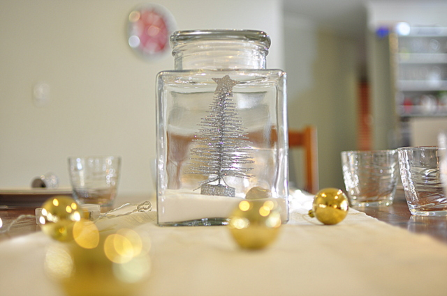 Christmas Table Ideas -- White Christmas in a Jar - beafunmum.com