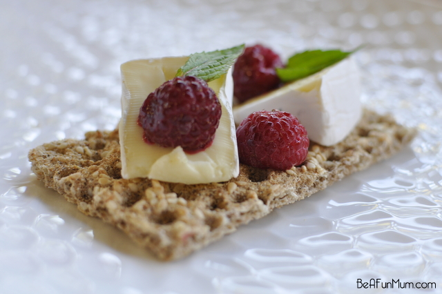 snack: ryvita, brie, raspberries, mint