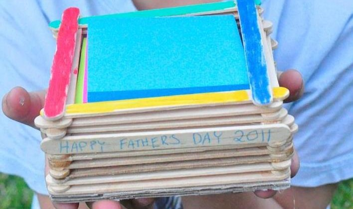Father's Day Craft: Paddle Pop Stick Note Pad Holder