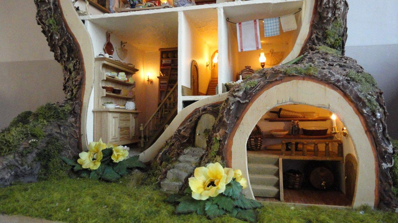 Brambly Hedge - mouse dollhouse - outside