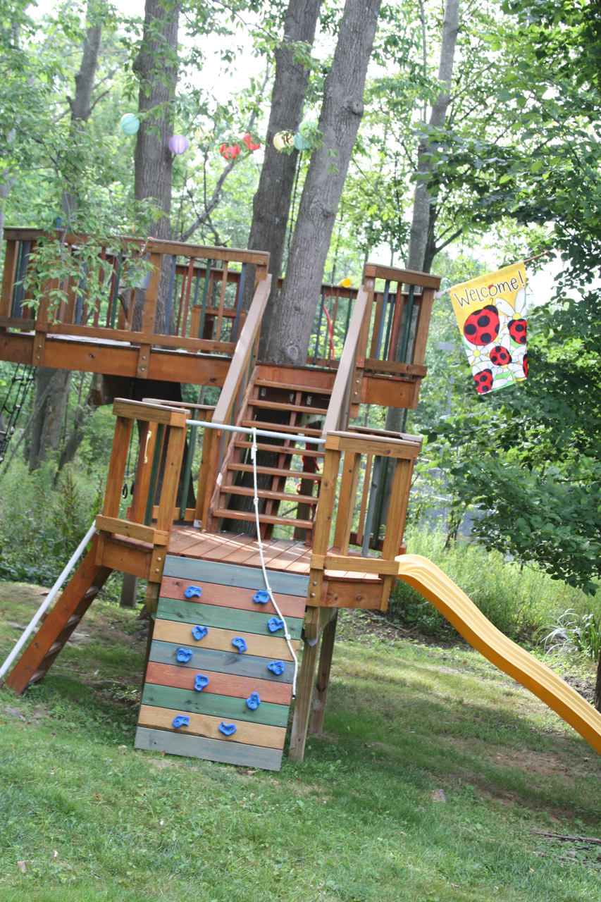 Amazing backyard treehouse and how it was built be a for Diy play structure