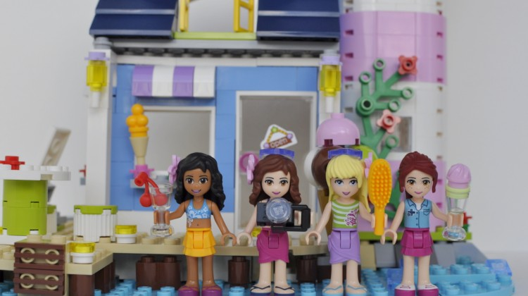 Sisters, Friends & Lego