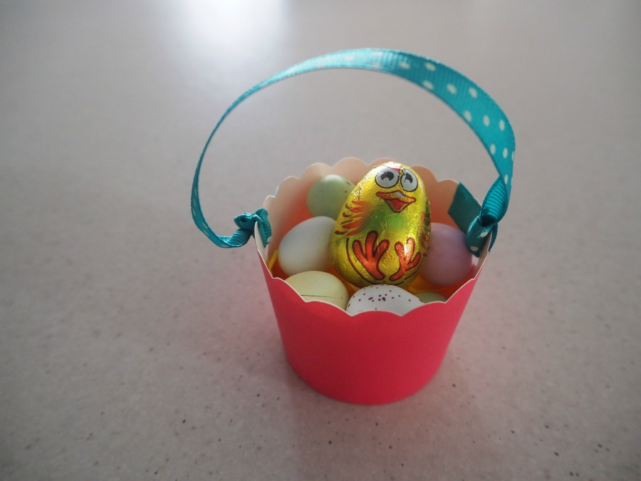 Easter Cucpake Case Basket