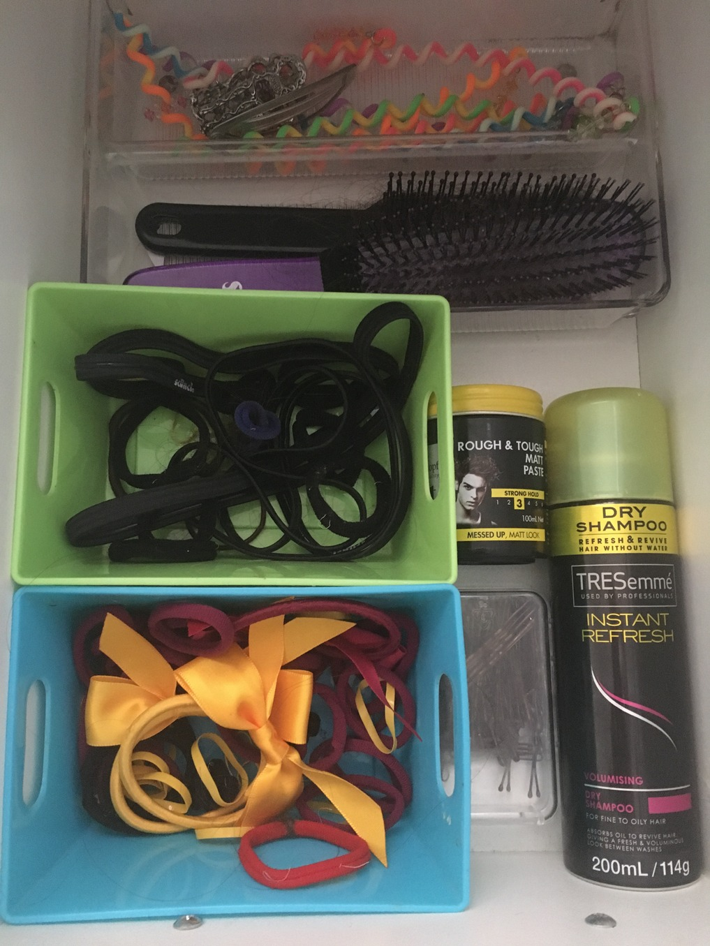 How to organise hair items for school