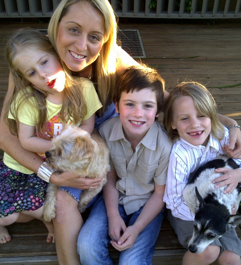 aleesah darlison childrens author with kids