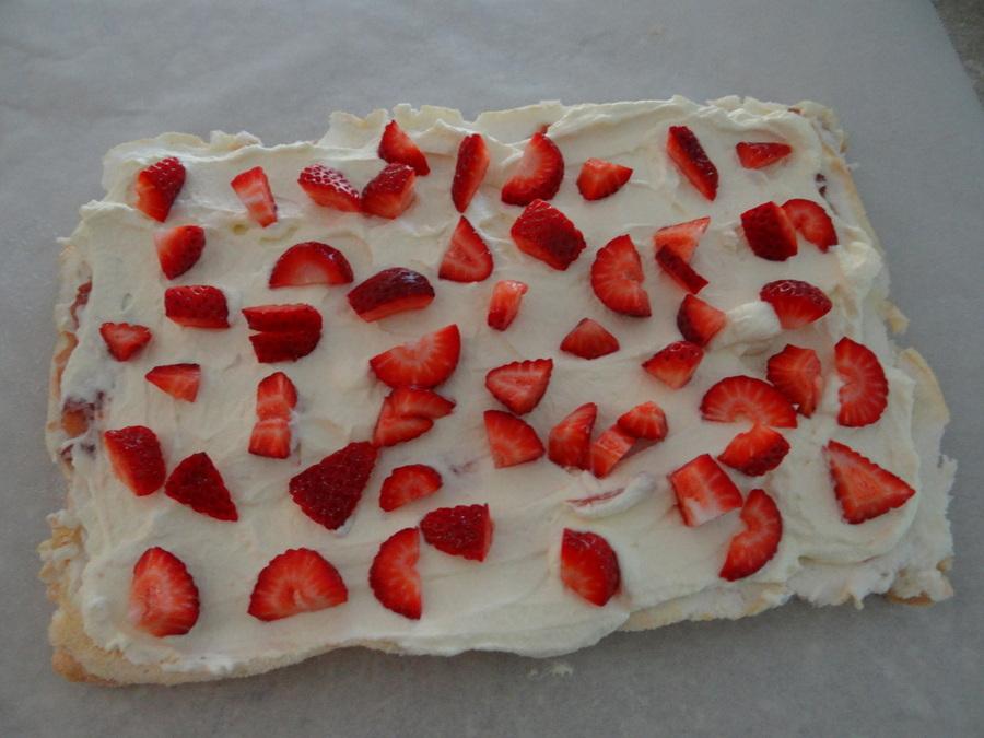 Strawberry Pavlova Roll