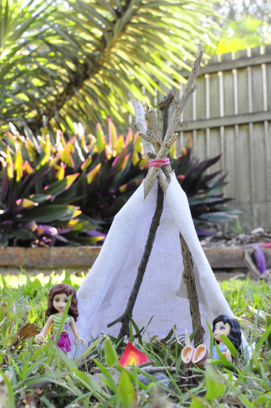 how to make a quick tee pee for toy play