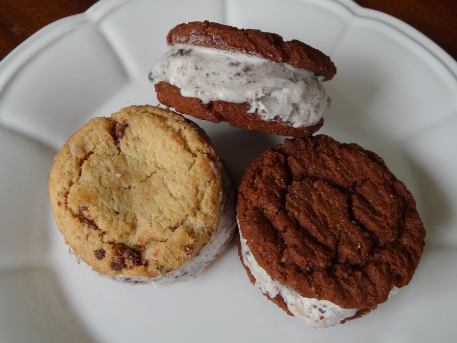 How to make a ice cream sandwich