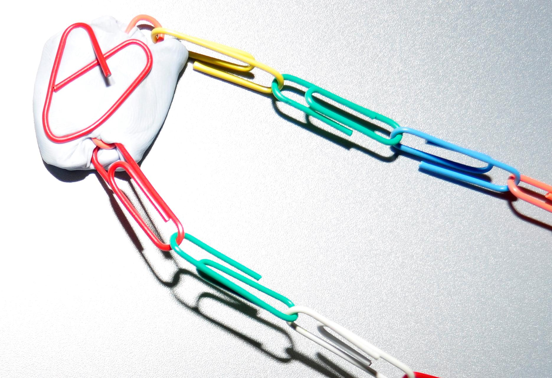 Paper clip crafts and activities be a fun mum paper clip heart jeuxipadfo Image collections