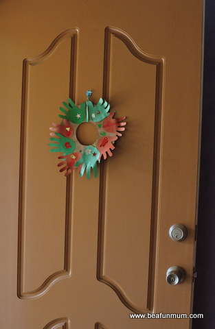 christmas craft - hand print wreath