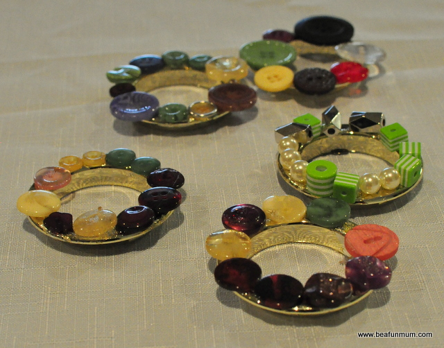 handmade christmas tree decorations -- button wreath