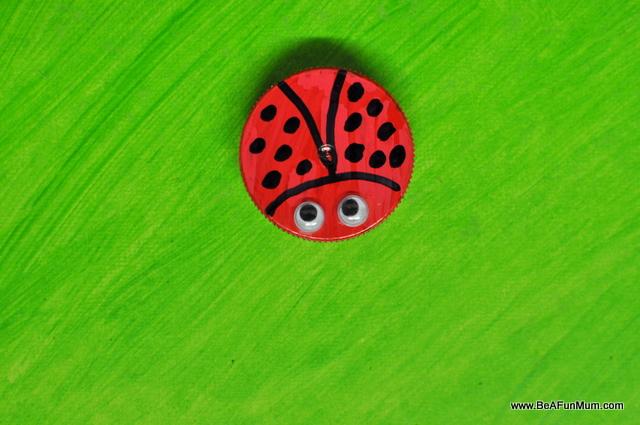 ladybug milk bottle lid craft - on beafunmum.com