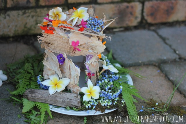 Make a simple fairy house out of natural materials - on beafunmum.com