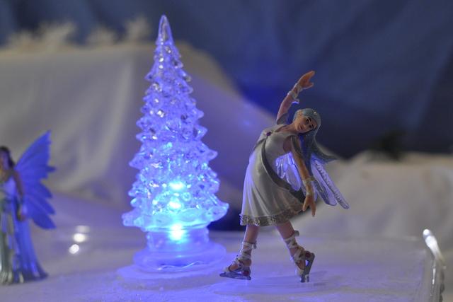 schleich Aguya - Ice Skating Rink Play Scene - white christmas - Schleich figurine