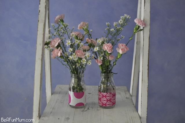 Use decorative tape to decorate juice bottles and make them into vase - on beafunmum.com