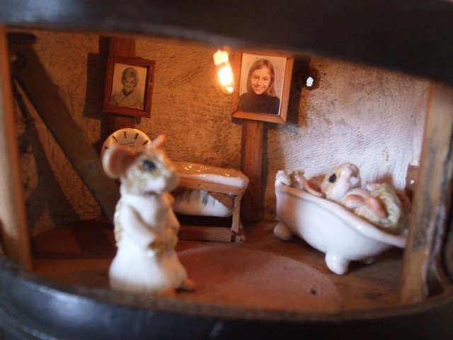 House in a shoe - gorgeous doll house - bathroom