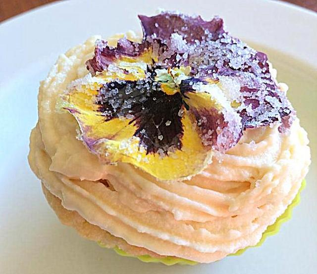 How to make crystallised pansies. Great for cupcake decorating (and surprisingly easy!)