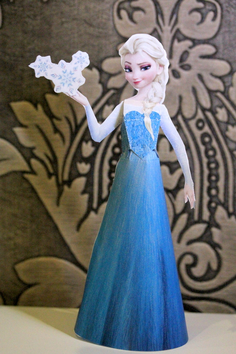 Frozen - Elsa Paper Doll