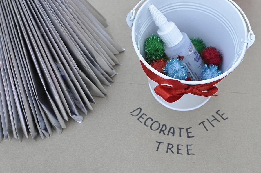Kids Christmas Table Idea - decorate the tree