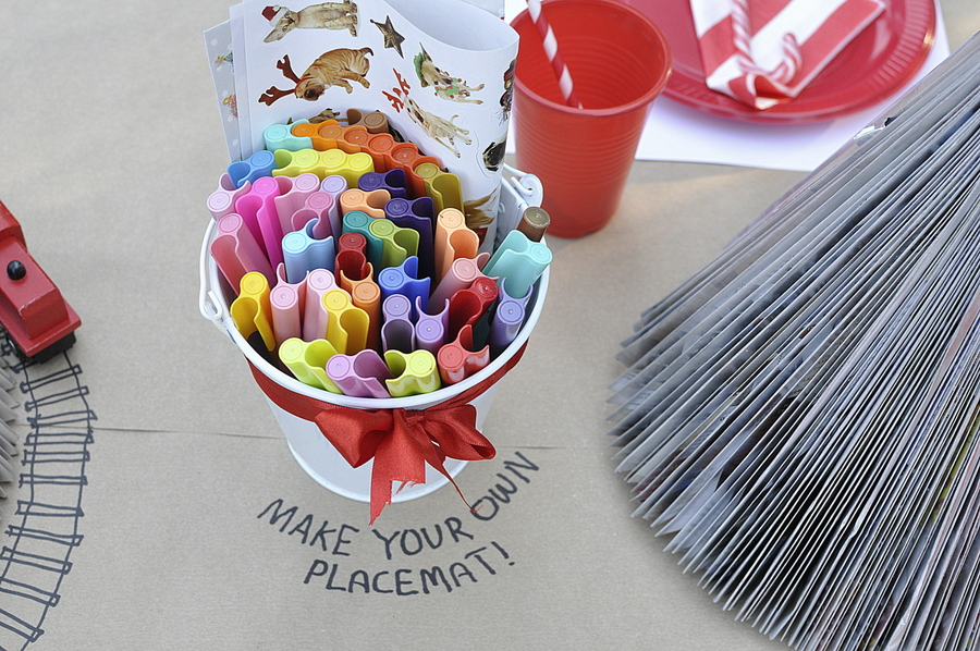 Kids Christmas Table Idea - draw ideas on the table