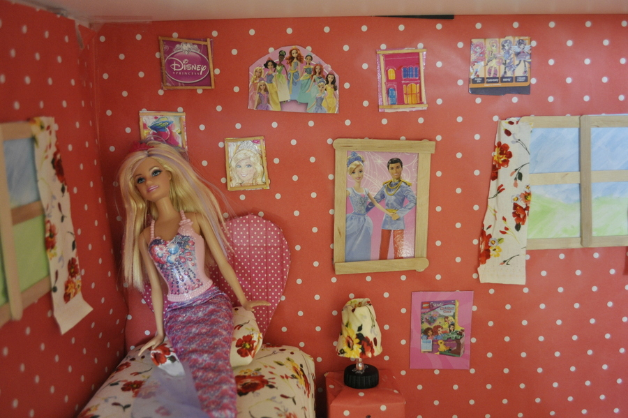 Make a Barbie Dollhouse out of recycled materials