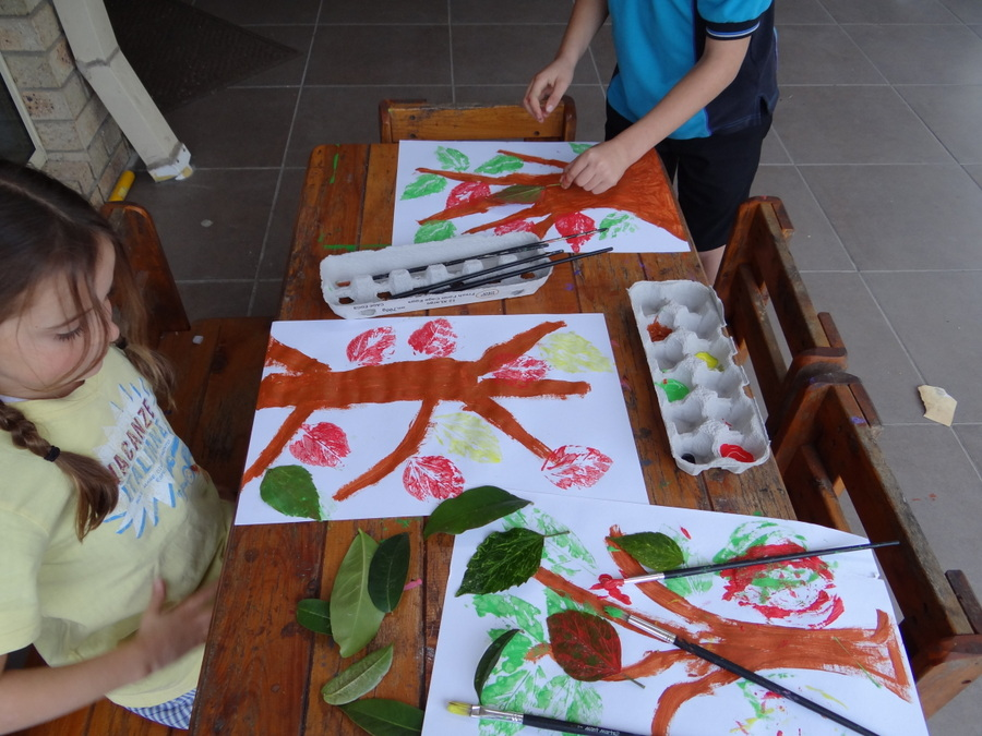Leaf Art Ideas - use leaves to print paper. This is a good way to decorate bags and wrapping paper too