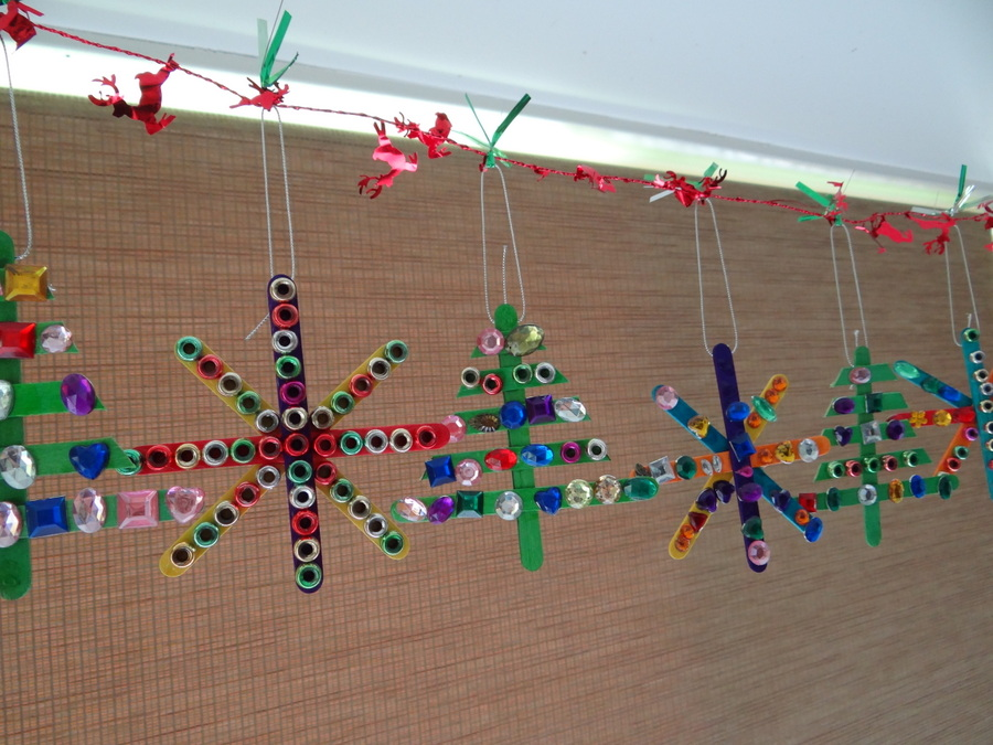Homemade Christmas Tree Decorations - Paddle Pop Stick Decorations