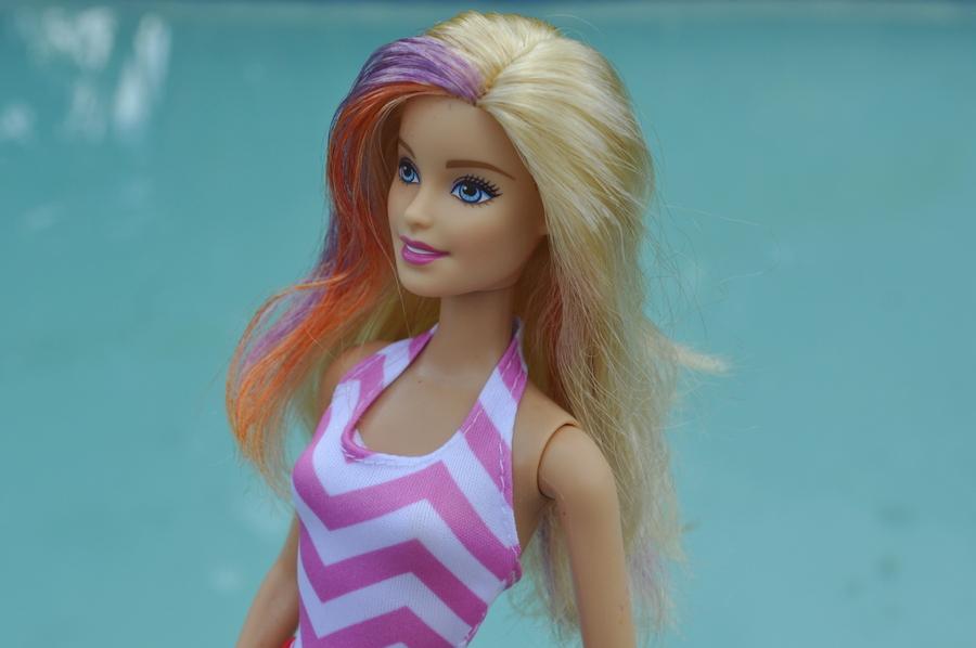 How to dye Barbie Hair