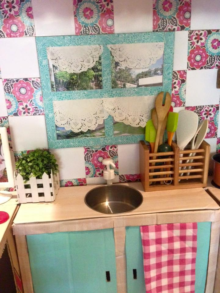 How to make a play kitchen out of boxes - kitchen sink