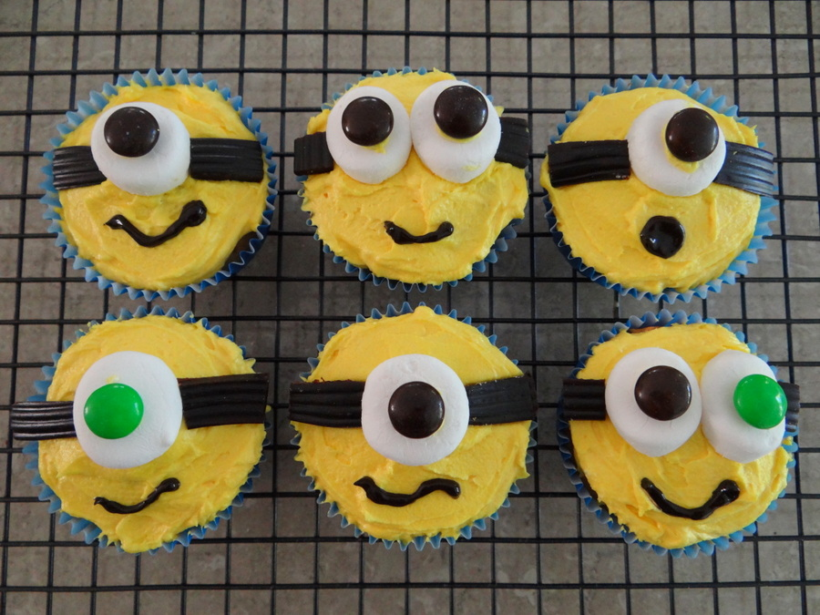 Easy Minion Cupcakes Be A Fun Mum